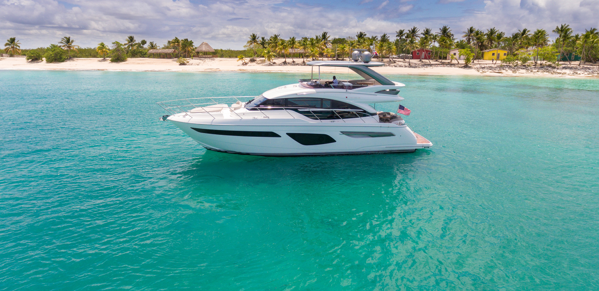 f55-exterior-white-hull-with-hardtop-3.j