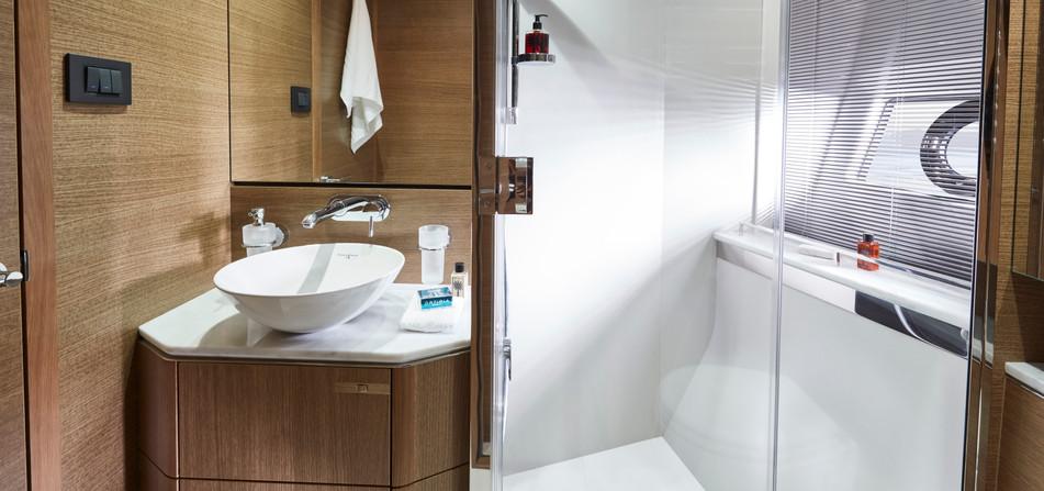 v65-interior-starboard-bathroom.jpg