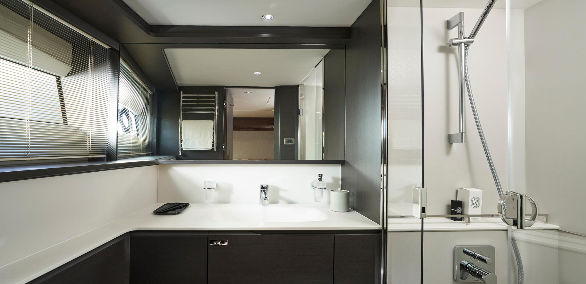 x95-slot-2-interior-port-twin-bathroom-b