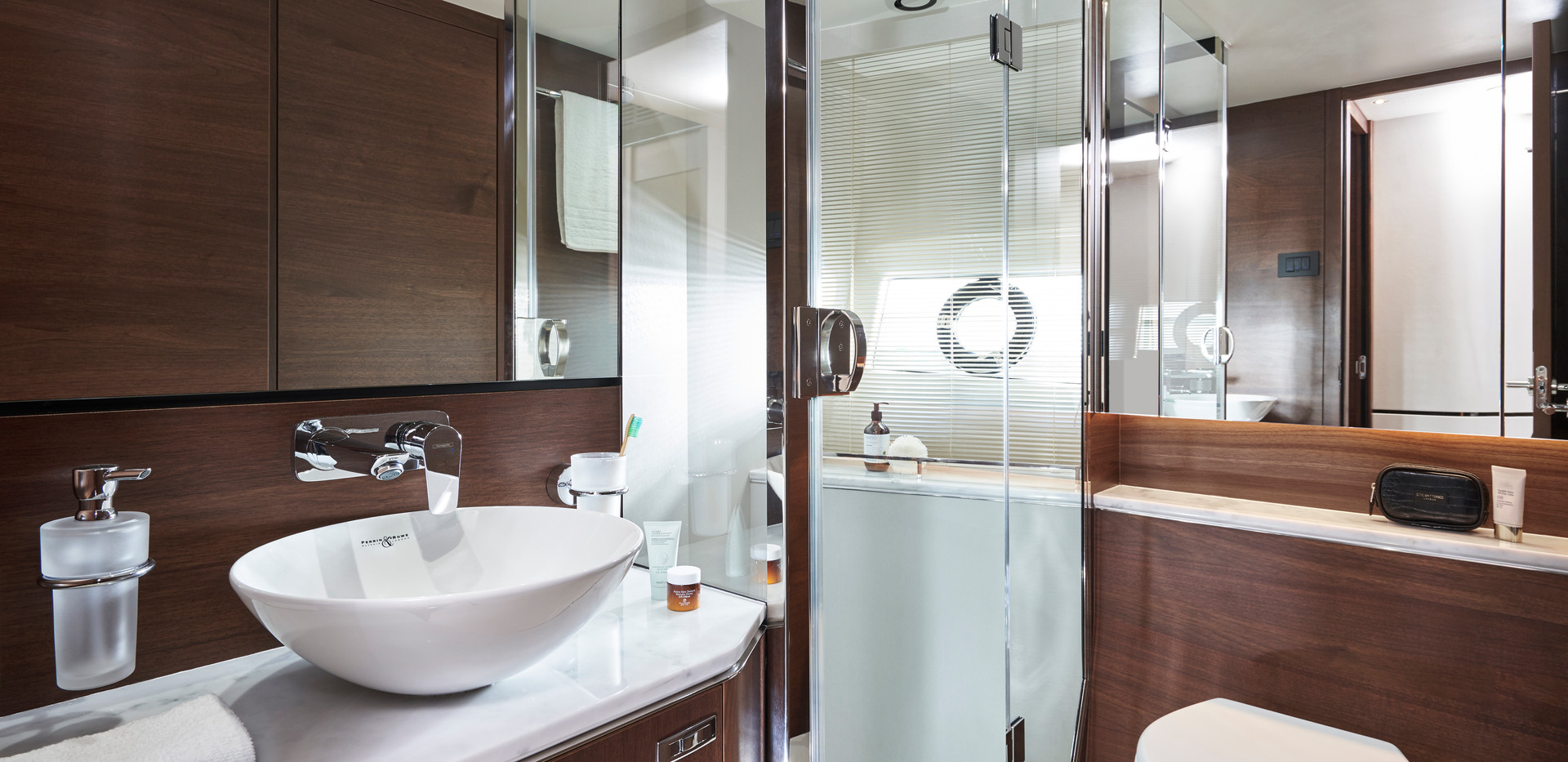 s66-interior-starboard-bathroom-walnut-s
