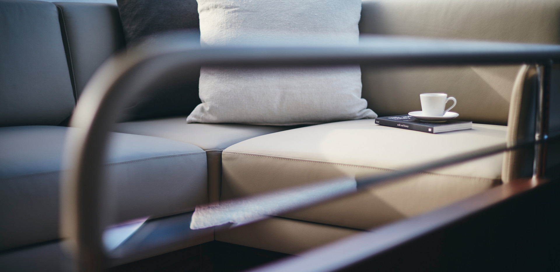 y78-interior-helm-companion-seating-deta