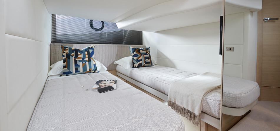 v40-interior-aft-cabin-alba-oak-satin.jp