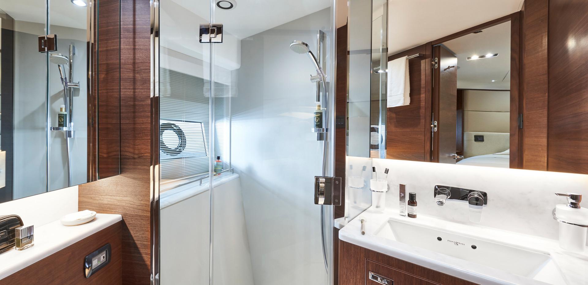 y78-interior-forward-cabin-bathroom-waln