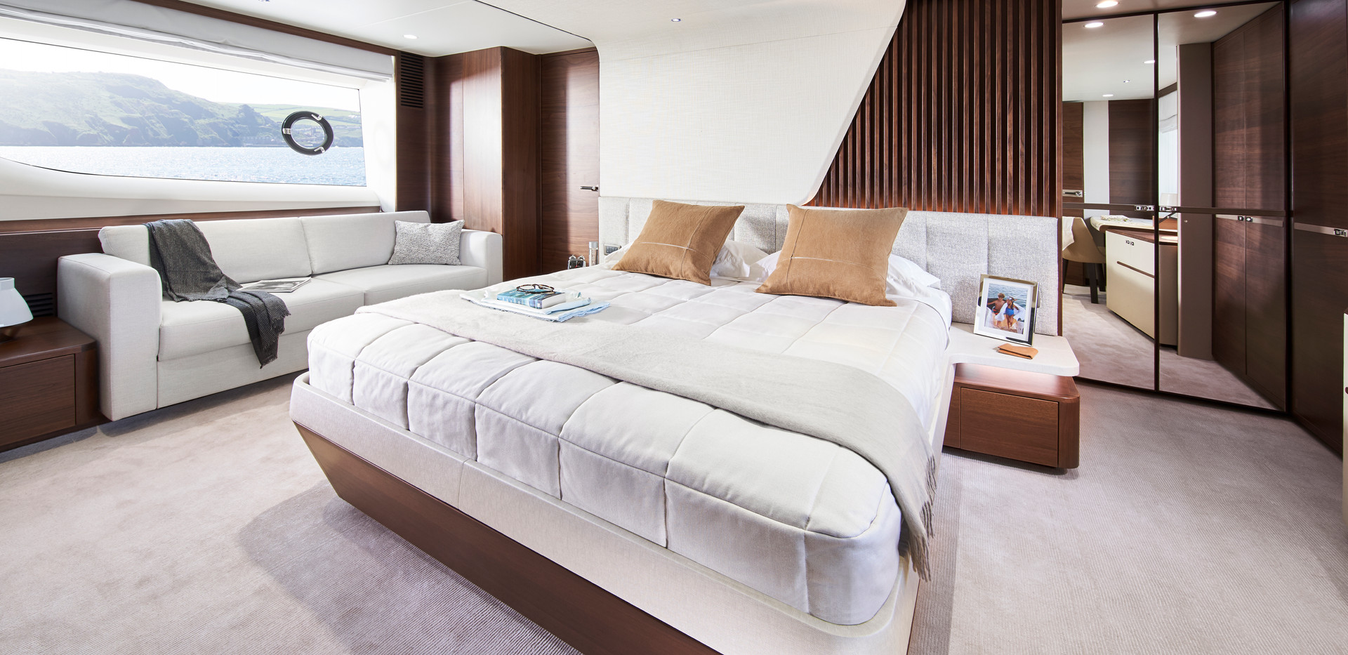 y85-interior-owners-stateroom-walnut-sat