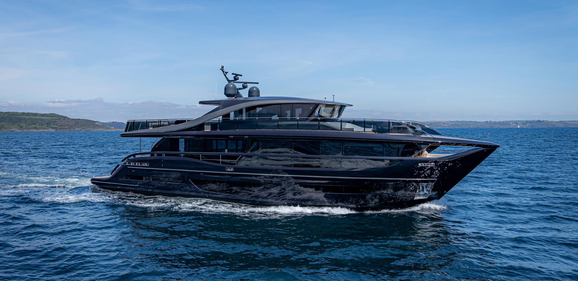 x95-exterior-blue-hull-sea-trial-1.jpg