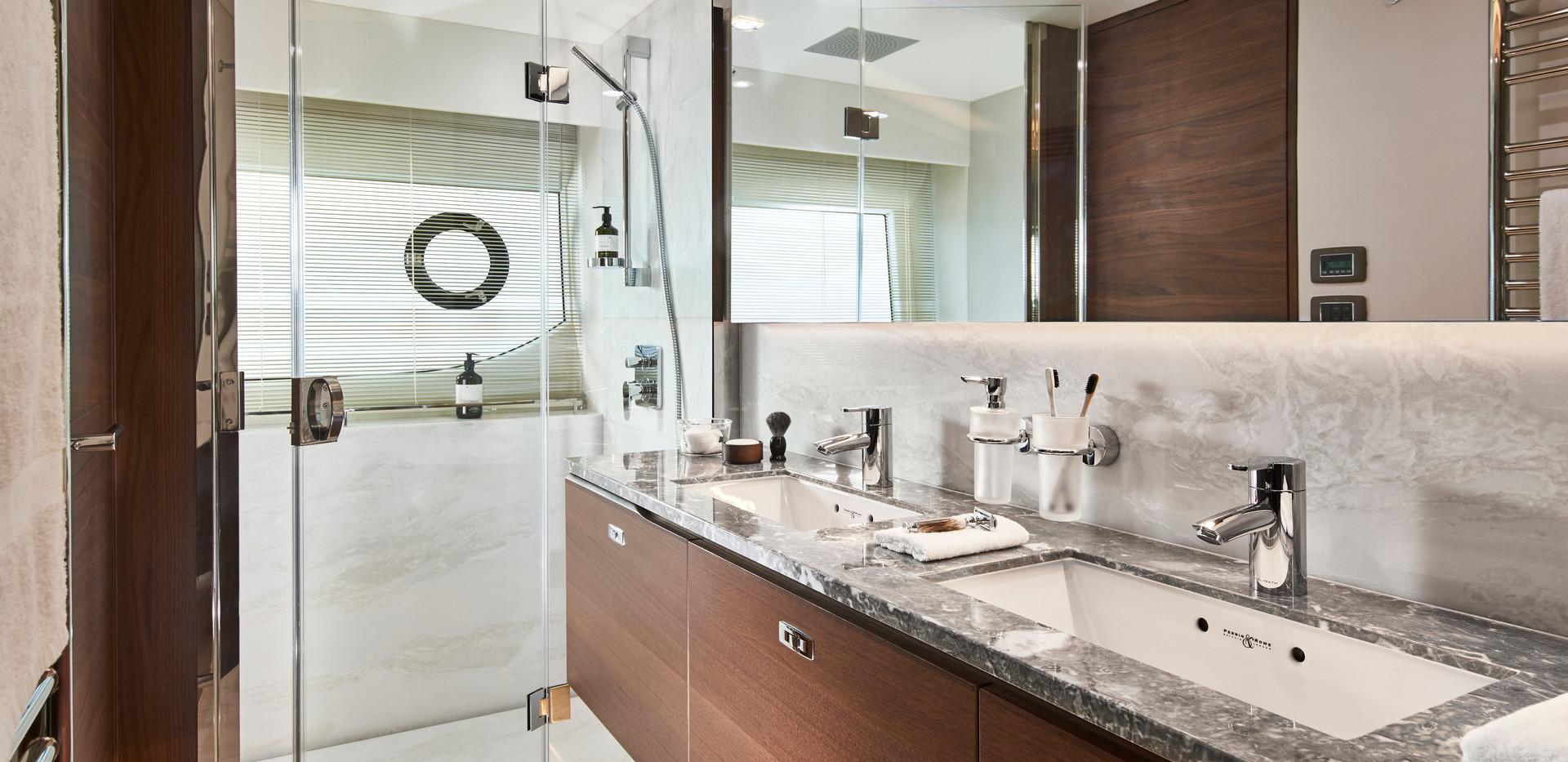 y85-interior-owners-bathroom-walnut-sati