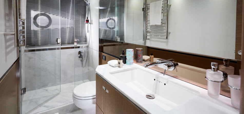 v65-interior-owners-bathroom.jpg