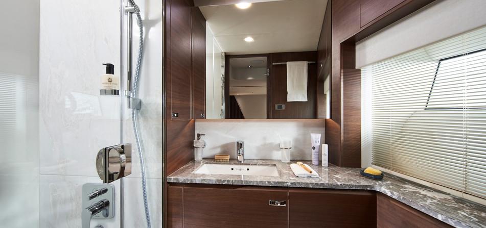 y85-interior-starboard-cabin-bathroom-wa