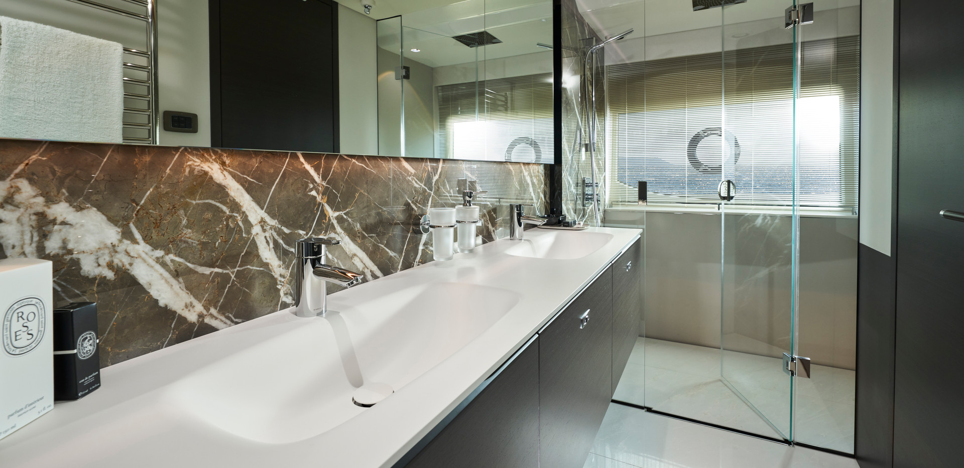 x95-slot-2-interior-guest-stateroom-bath