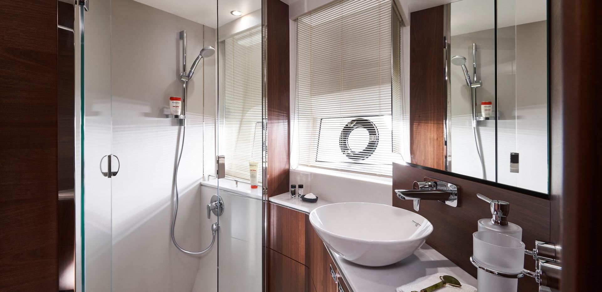 s66-interior-forward-cabin-bathroom-waln