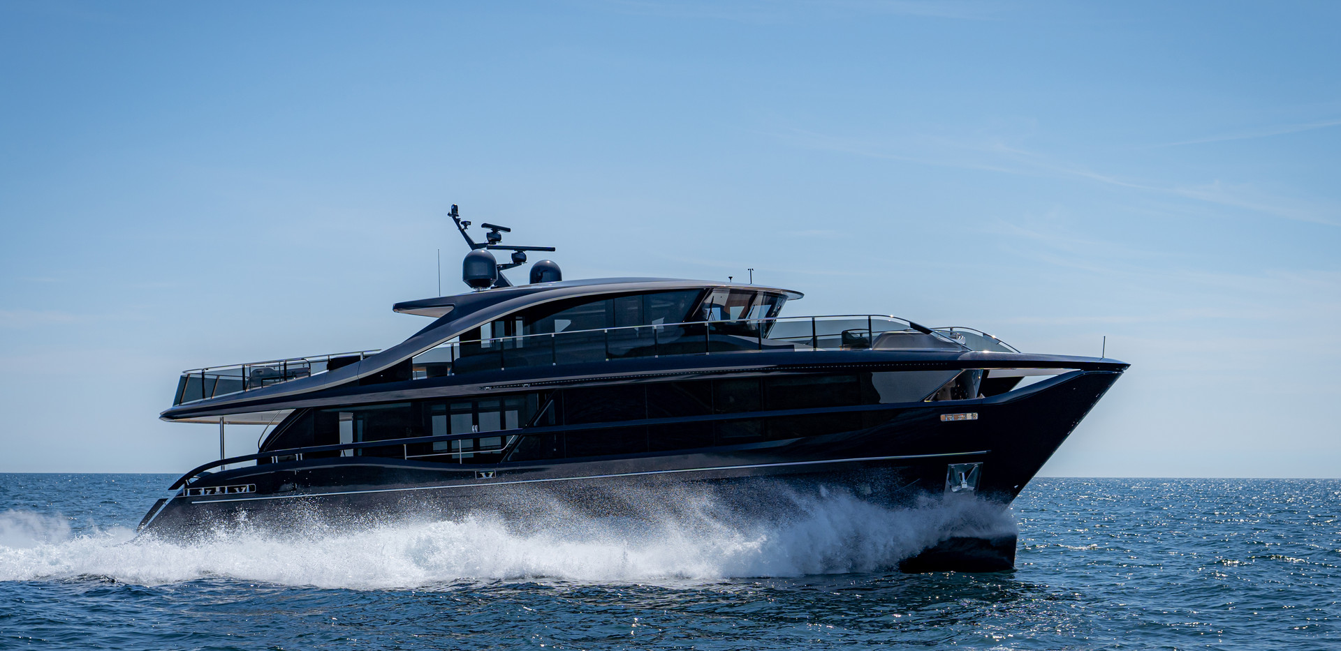 x95-exterior-blue-hull-sea-trial-5.jpg