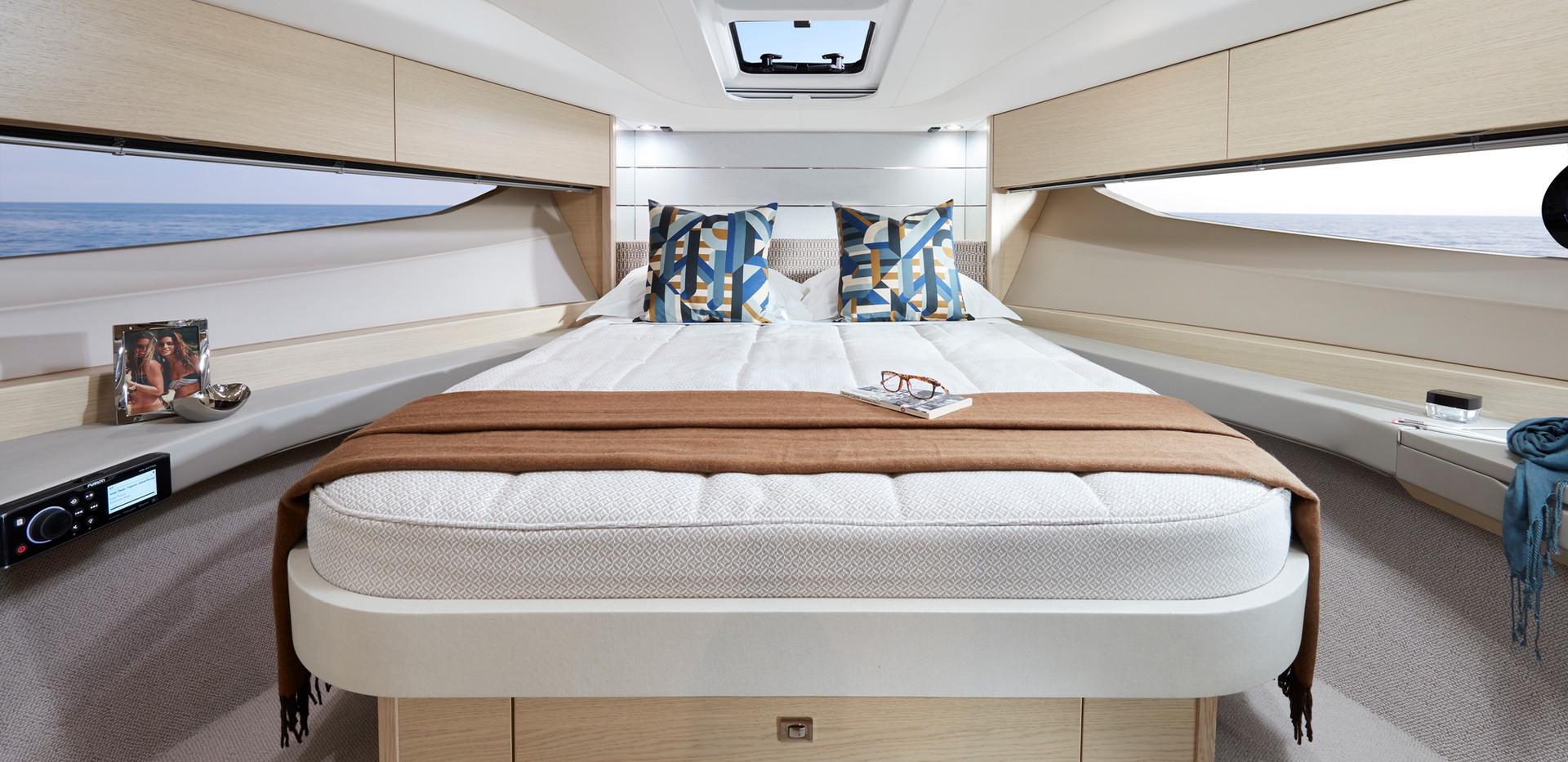 v40-interior-owners-cabin-alba-oak-satin