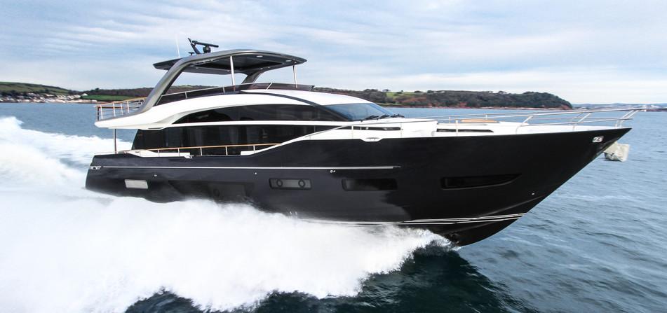 y85-exterior-blue-hull-sea-trial-1.jpg