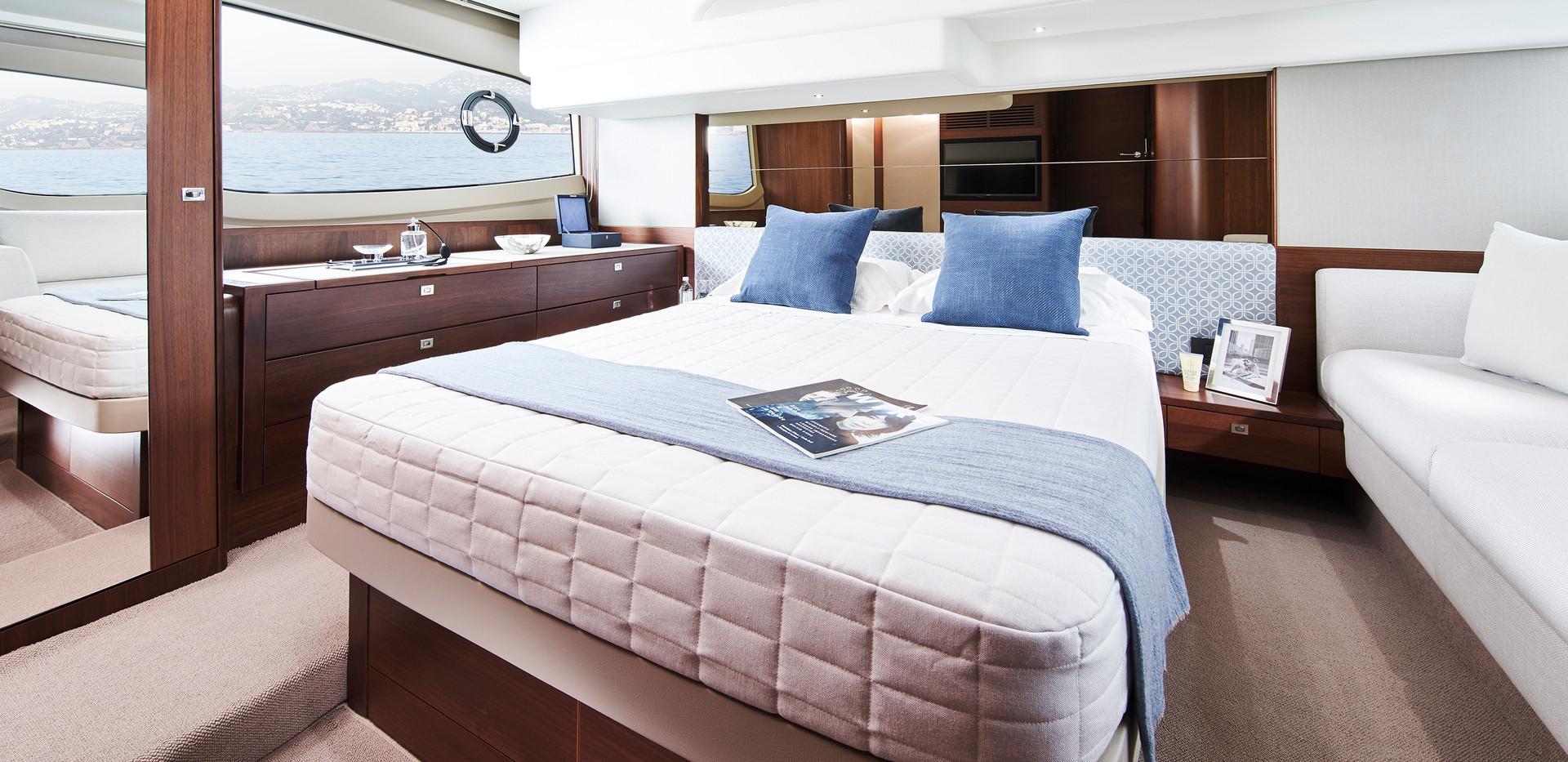 f50-interior-owners-stateroom-walnut-sat