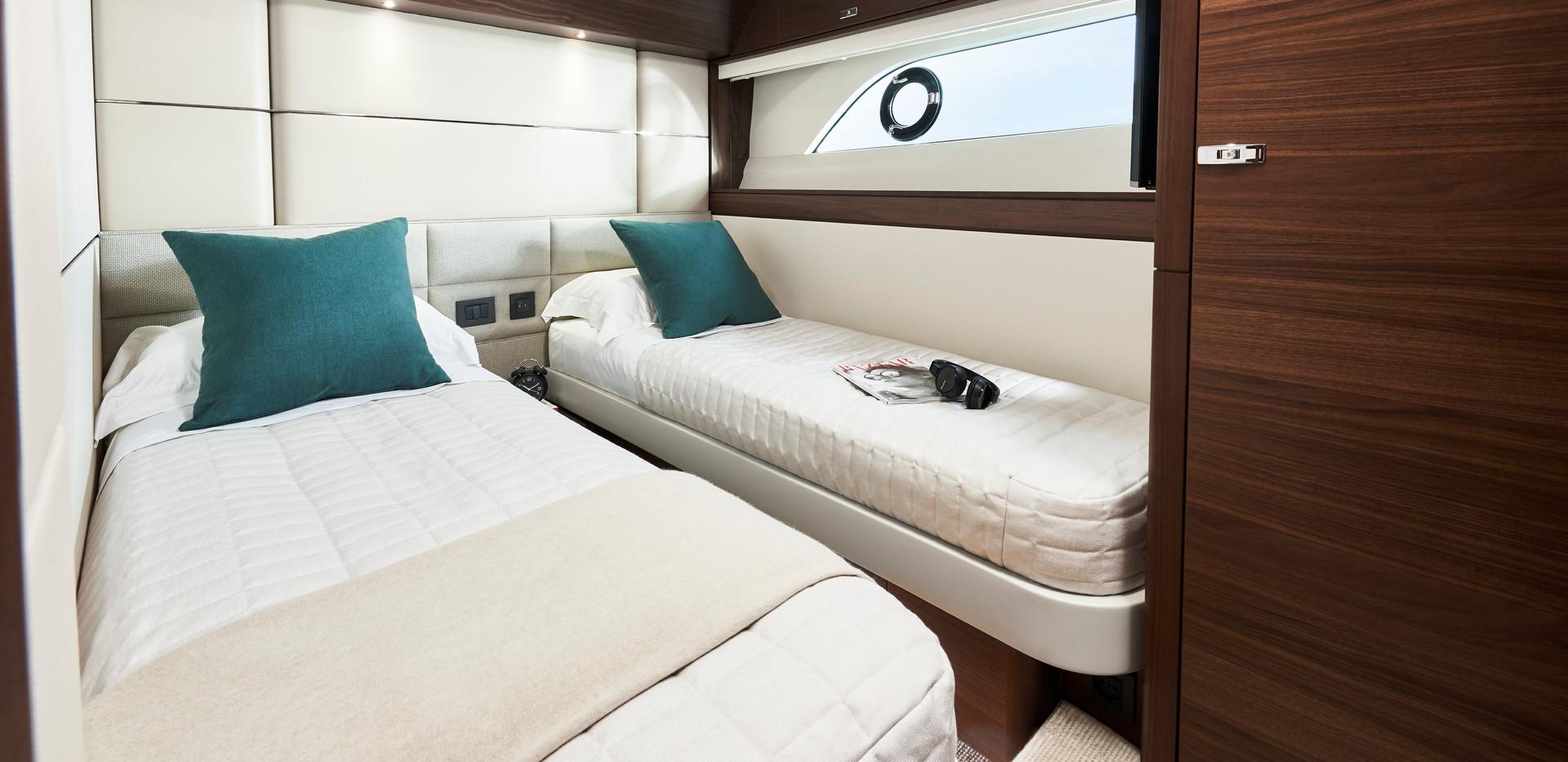 y78-interior-port-guest-cabin-walnut-sat
