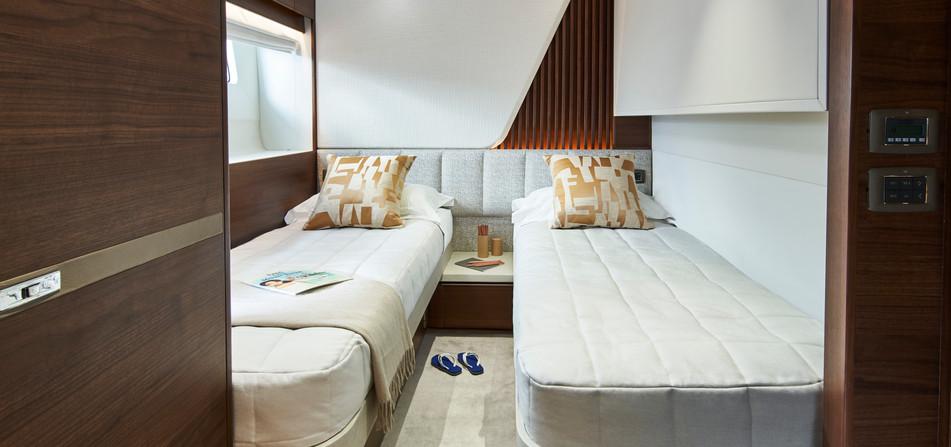 y85-interior-starboard-guest-cabin-walnu
