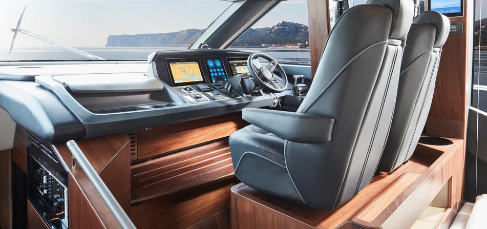 s78-interior-helm.jpg