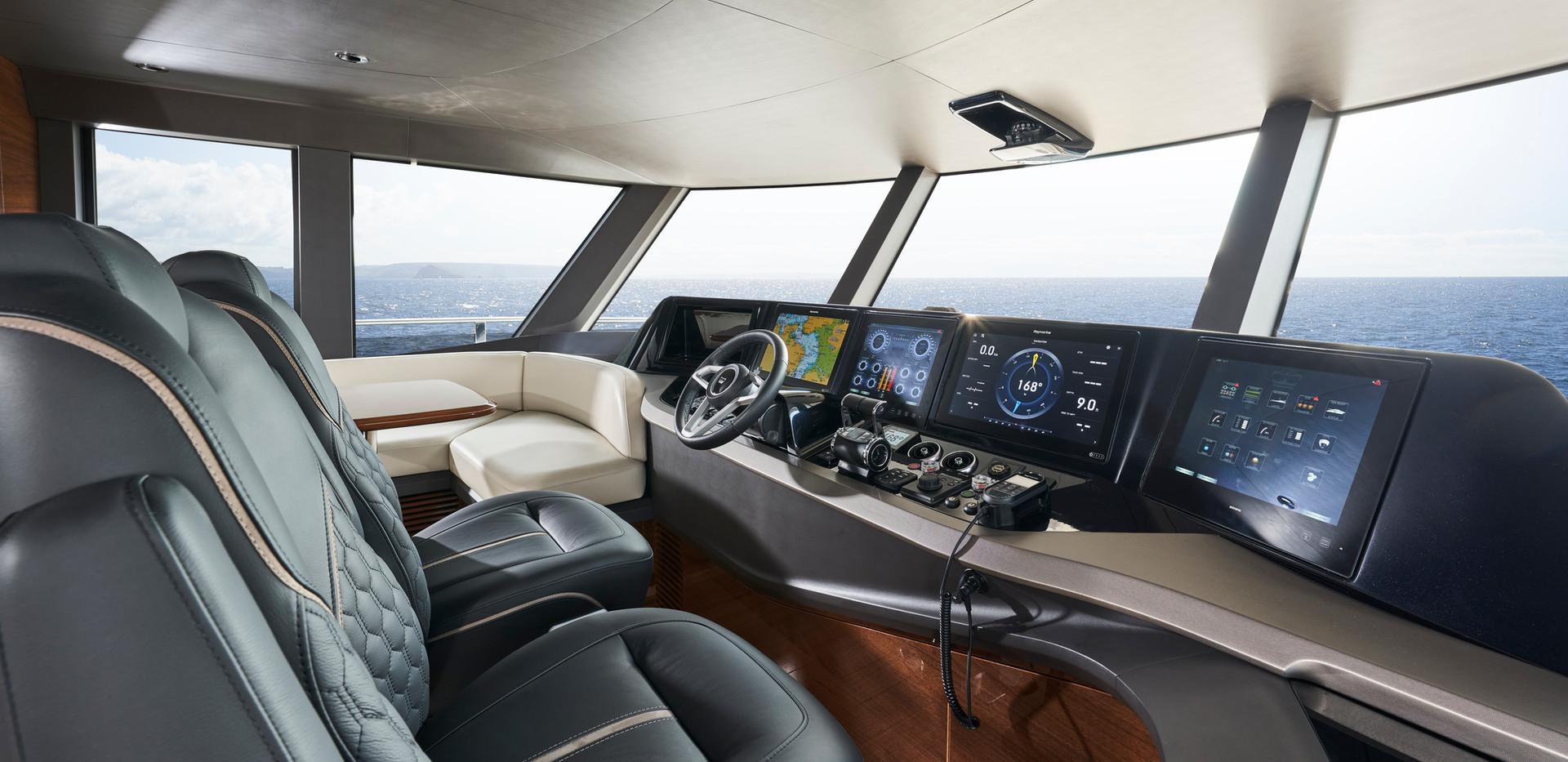 x95-slot-2-interior-wheelhouse-2.jpg