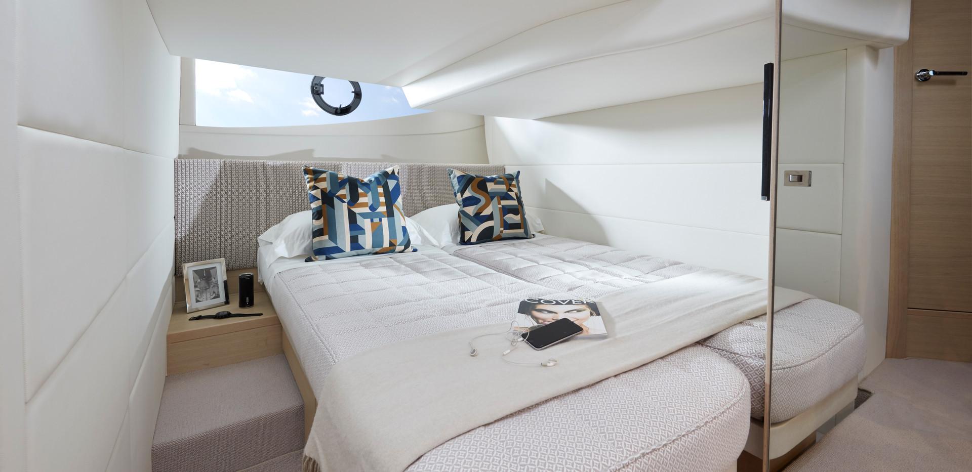 v40-interior-aft-cabin-beds-together-alb
