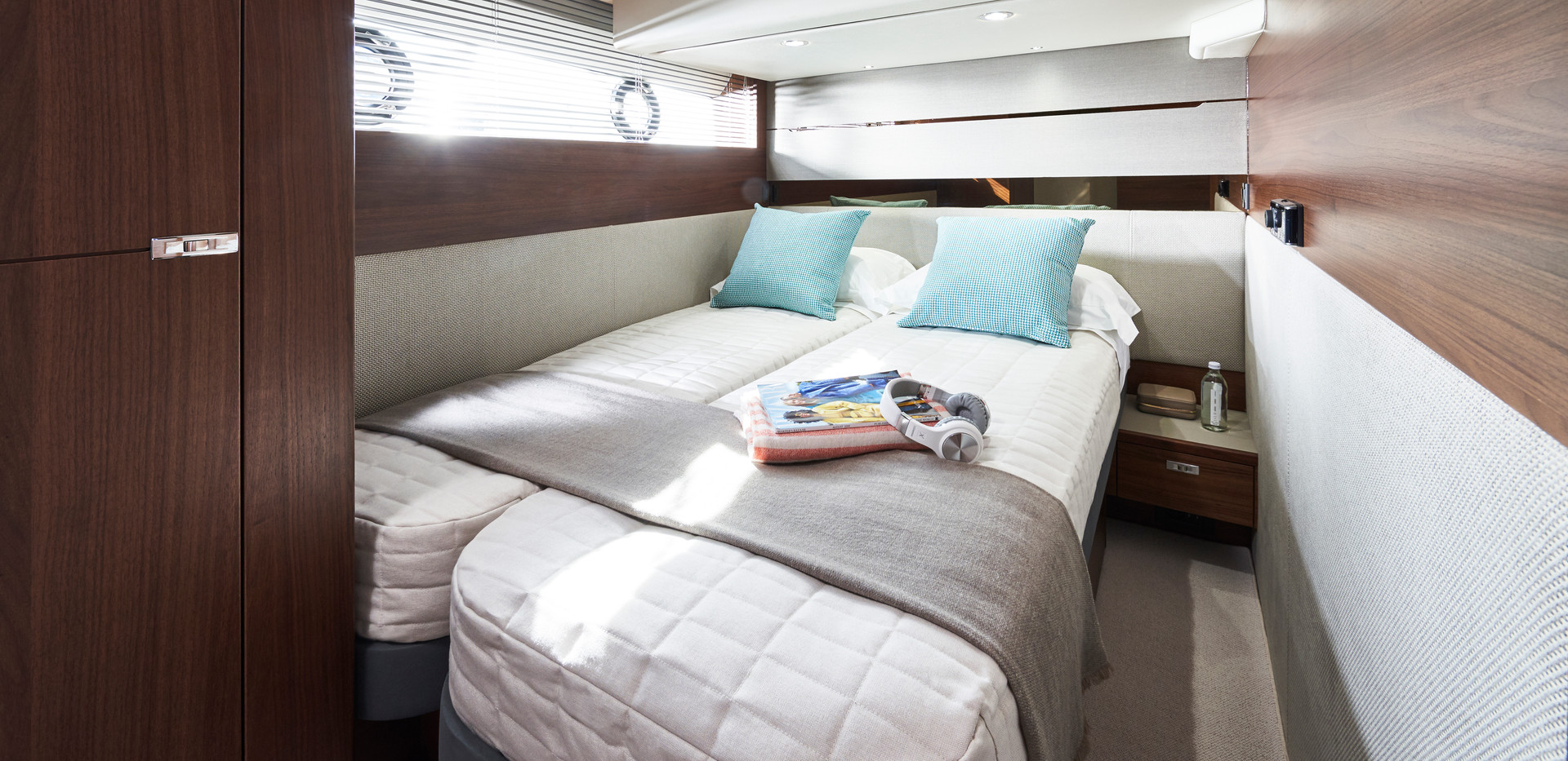 s62-interior-starboard-guest-cabin-doubl