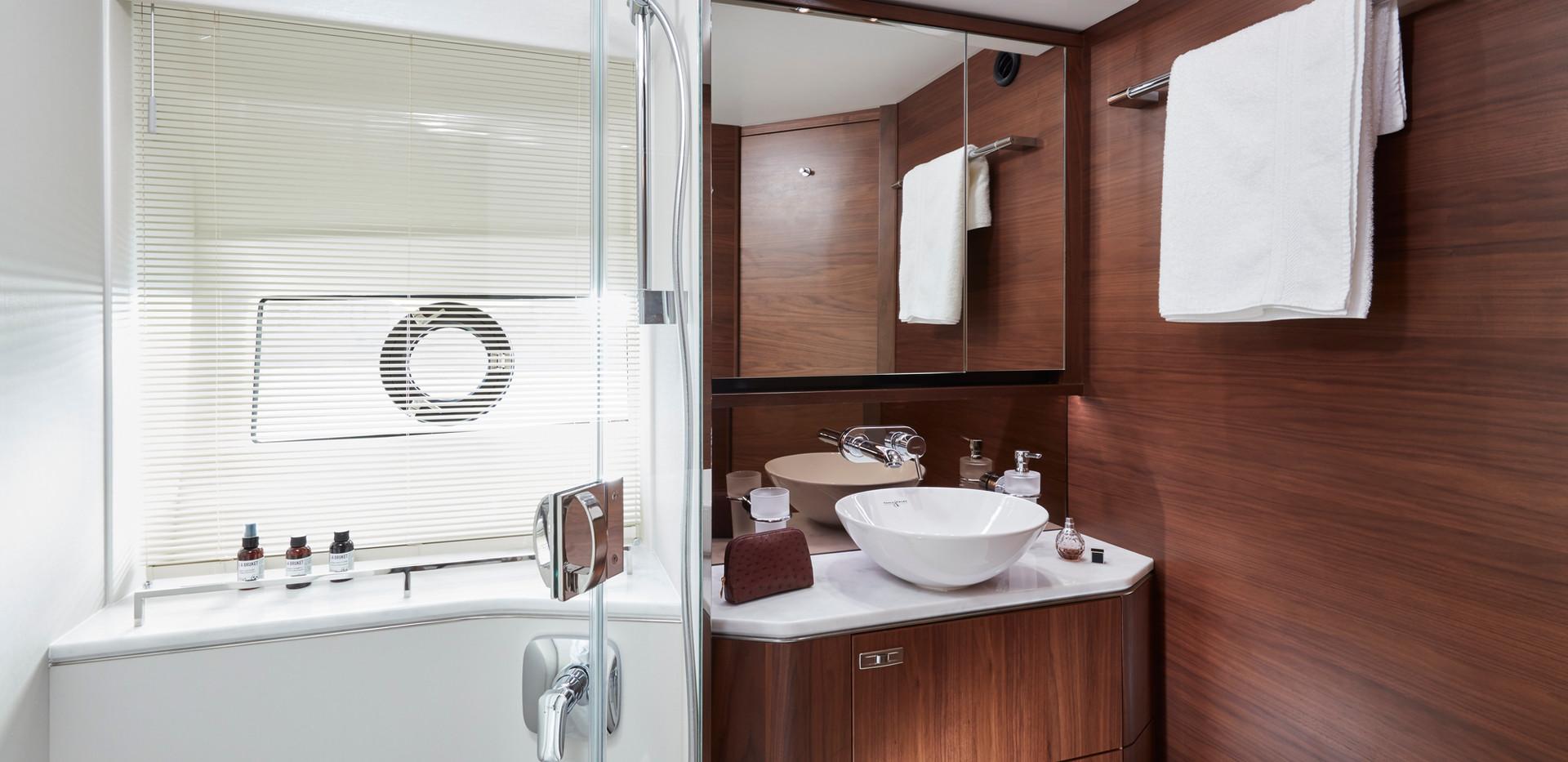 62-interior-forward-bathroom-american-wa