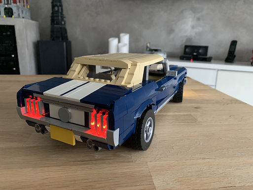 02 - Ford Mustang 1960 cabrio MOD mit LED Beleuchtung