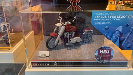 Baue dein eigenes Motorradmodell einer Harley-Davidson® Fat Boy® und stelle es aus!