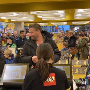 """Nach Sieg bei  """"Alles auf Freundschaft"""" im LEGO Store KÖLN  100.000 Euro ausgeben :-)"""
