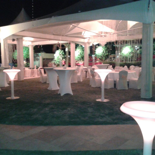 LED Thinpost Cocktail with Regular Cocktail Tables