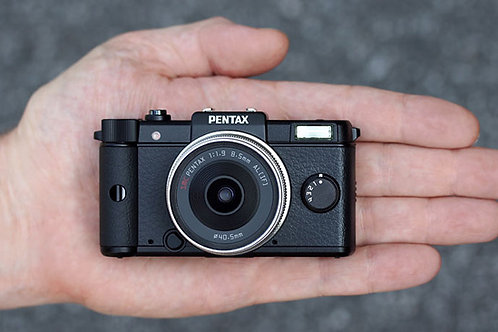 Pentax Q with zoom kit lens
