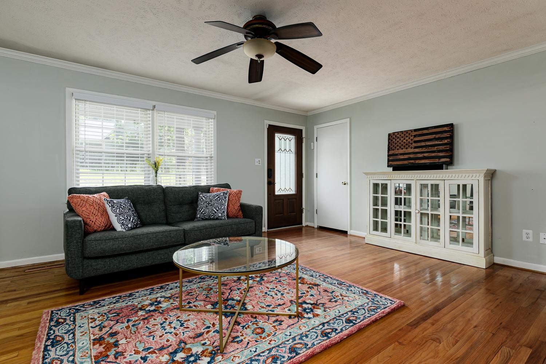 144Boiling Springs Livingroom