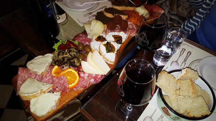 Вино. Сыры. Прошутто. Флоренция.jpg