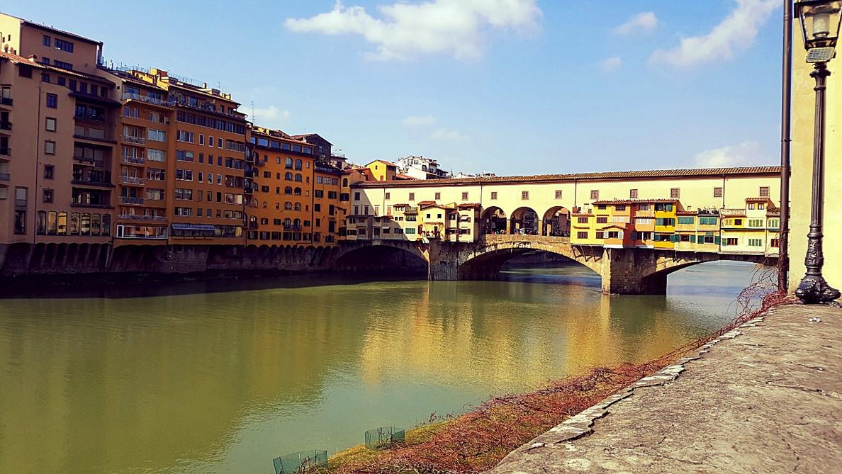 Понте Веккьо. Флоренция: вид на старый мост.jpg