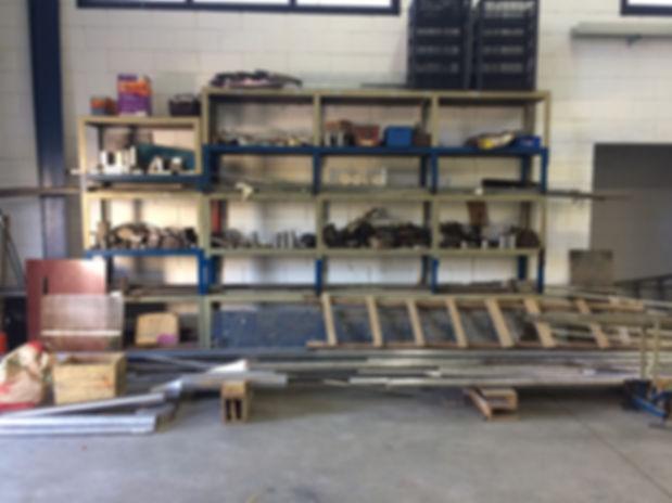 Matéria prima no meio da fábrica