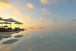 STOHLER TOURS_VOYAGES_MALDIVES_VACANCES_HOTEL_LUXE_PISCINE A DEBORDEMENT_MER_TRANSAT_COUCHER DE SOLEIL