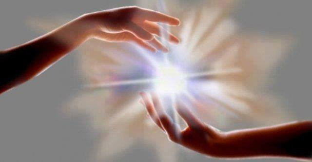 manos-con-luz.x80310.jpg