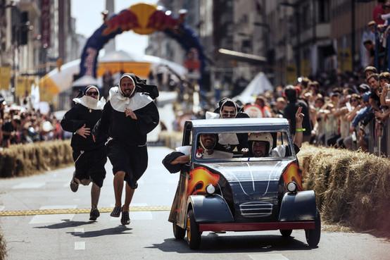 Una competencia de autos sin motor en el corazón de Buenos Aires en la que participaron 33 equipos de todo el país fue una excelente excusa para conocer historias de gente que compartía un fanatismo: divertirse de ellos mismos.
