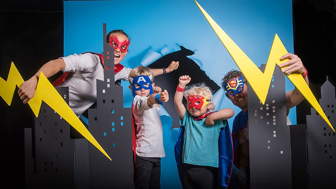 portrait famille super heros.jpg