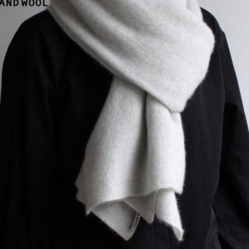 and wool  手編み機で編んだ カシミヤ100%の大判ストール