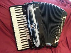 Giulietti F-115 professional grade accordion.jpg