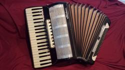 Stradavarius student-advance model accordion.jpg
