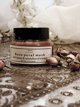 Rose petals powder mask with honey & sandalwood essential oil extracts