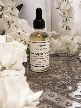 Argan oil enriched with vitamin E & sandalwood extracts