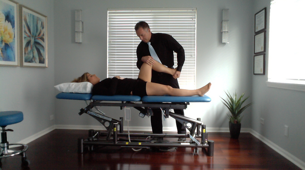 Dr Damon Bescia DPT performing Orthopedic Manual Physical Therapy