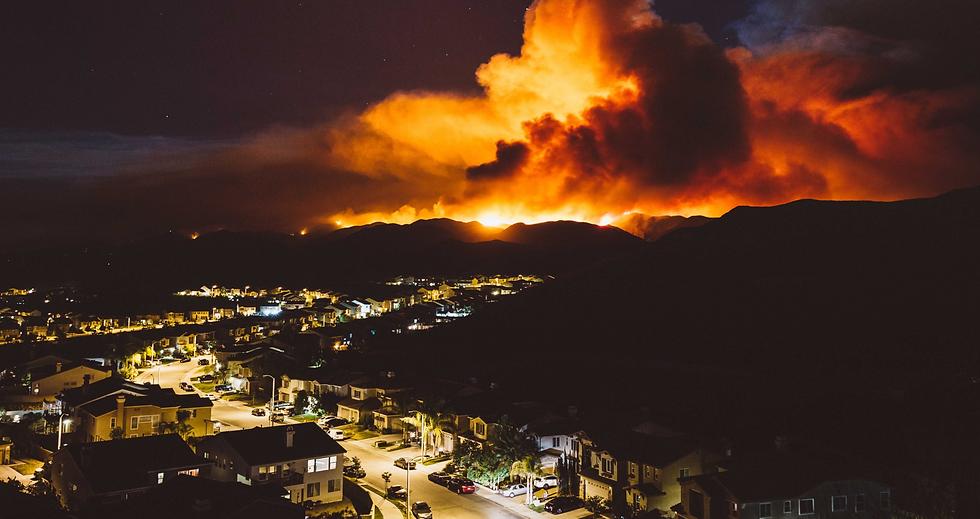 Californiawildfireburnsneararesidentiala