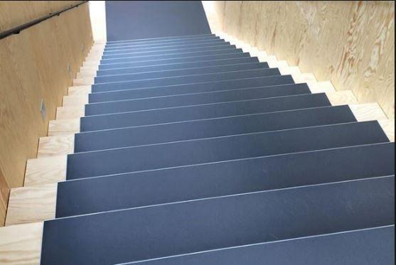 Gulv_på_trappe.JPG
