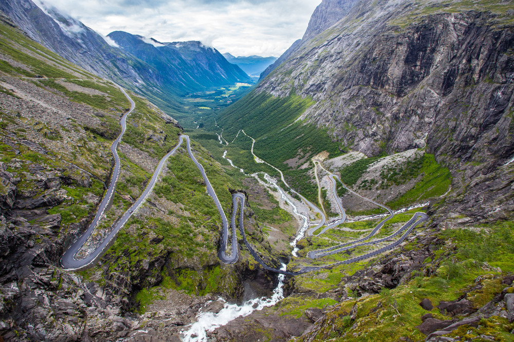 Curven mountain roads on which driving in Norway can be challenging