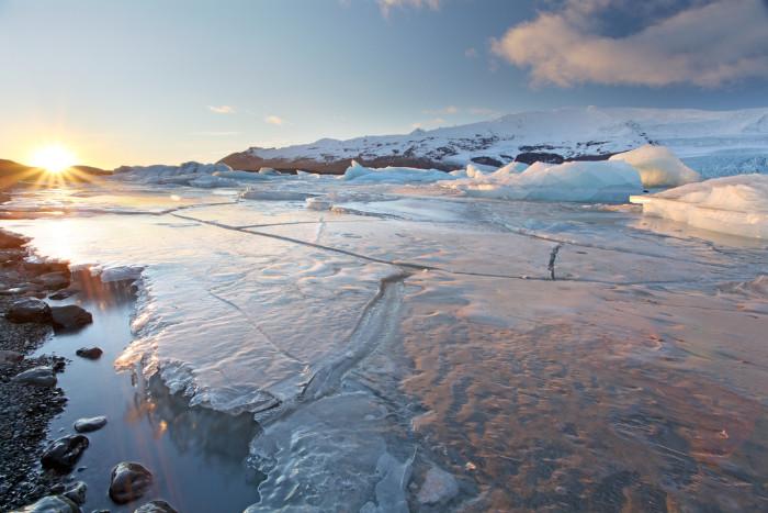 Bardarbunga volcano lies beneath the Vatnajokull glacier