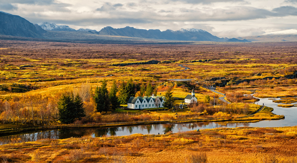 A road trip is a great autumn activity in Iceland