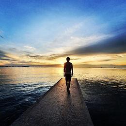 Nikon Gormley - Fall in love with horizo